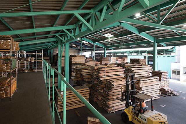 全ての無垢材がここにあります - 木材倉庫全景
